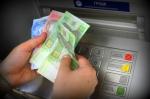 Банки блокуватимуть видачу грошей з карток