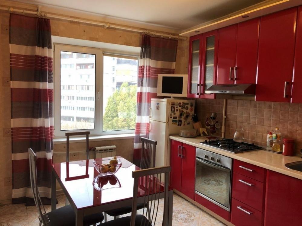 Продам 2 комнатную квартиру улучшенку на Северной Салтовке 4