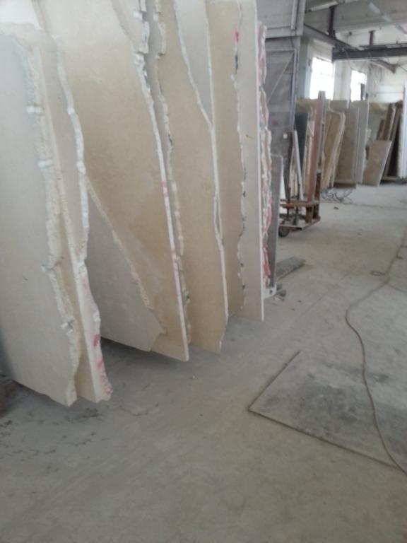 Мрамор природный.  Реализуем в складе мраморные слябы и плитку.